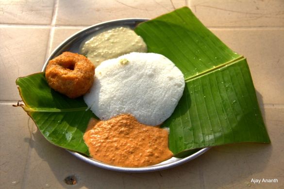 Thatte Idli and Vada at Shark Dhabha after Solur, Karnataka ( NH48)