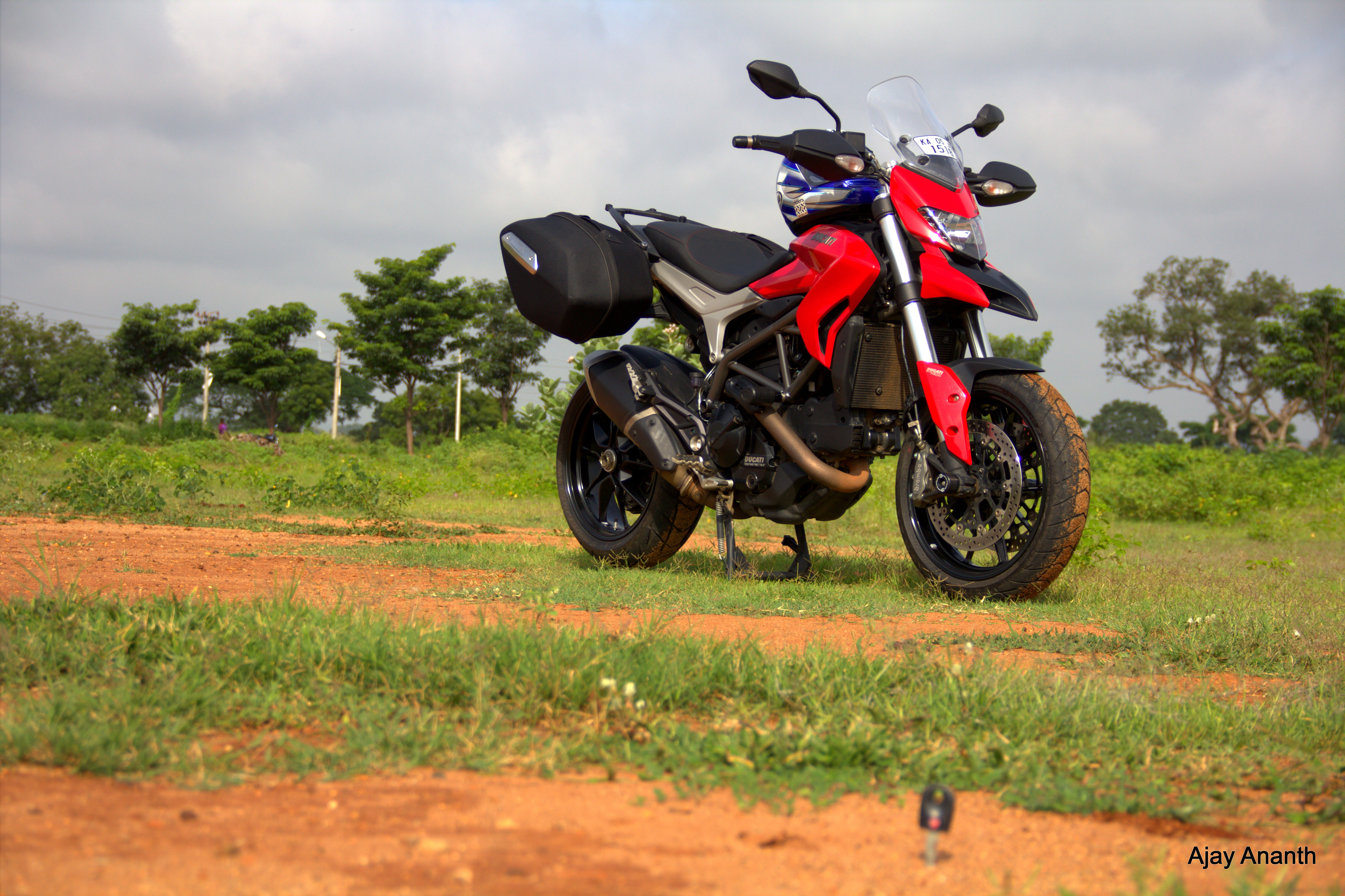 2015 ducati hyperstrada 821 review motorcycle journeys in search of food. Black Bedroom Furniture Sets. Home Design Ideas